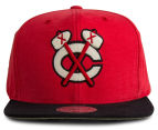 Mitchell & Ness Sandy Off White Black Hawks Snapback - Red/Black 1