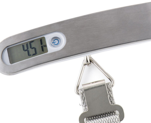 how to use portable luggage scale